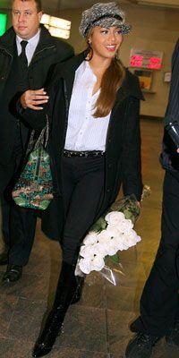 Beyonce Knowles  Büyük çantanızı desenli ve renkli olanlardan seçebilir, seyahat çantanızı eğlenceli hale getirebilirsiniz.